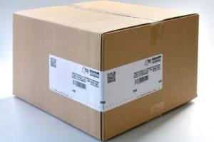 Carton box with corner wrap label